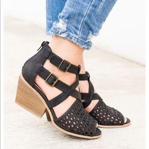 ‼️JUST IN 🆕'Dalton' Peep Toe Perforated Sandals